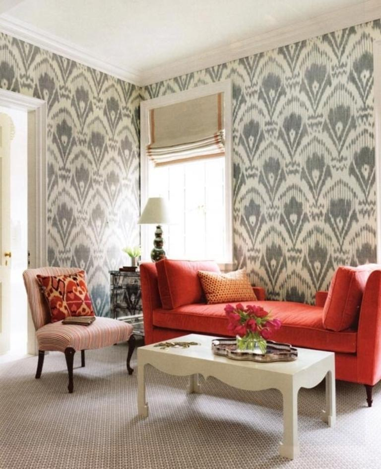 30 elegant and chic living rooms with damask wallpaper for Bright wallpaper for living room