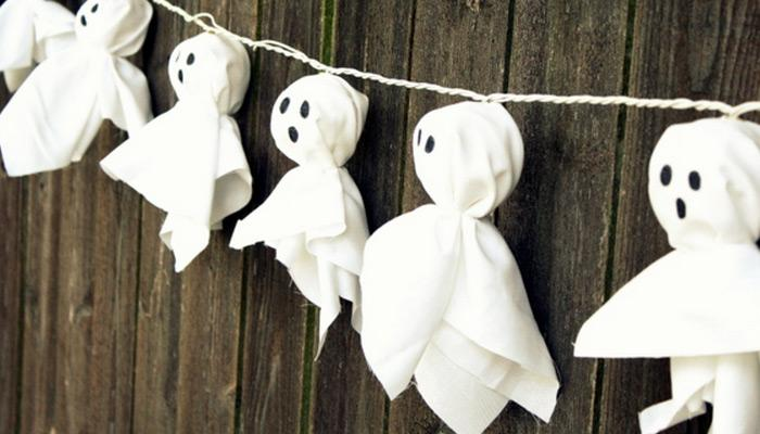 illuminated ghost garland how cool it would be to make this super awesome illuminated ghost garland right check out the easy tutorial and learn how to - How To Make Paper Halloween Decorations
