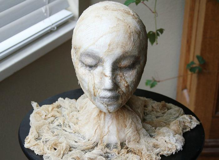 DIY Halloween Severed Head: Wow! This Served Head Will Surely Scare And  Freak Out All Your Friends And Guests. Check Out The Easy Tutorial And Have  Fun ...