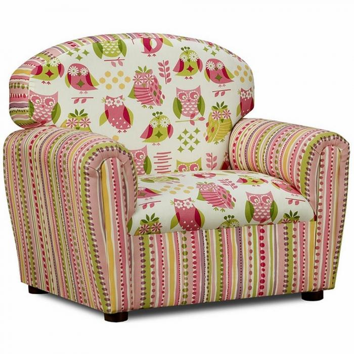 10 super cute upholstered chairs for little girls rilane for Cute kids chairs