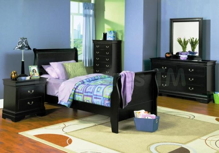 Lovable Blue Bedroom With Black Furniture