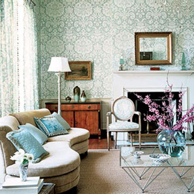 30 elegant and chic living rooms with damask wallpaper for Sitting room wallpaper