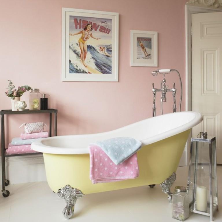 Gentil Retro Pink Bathroom