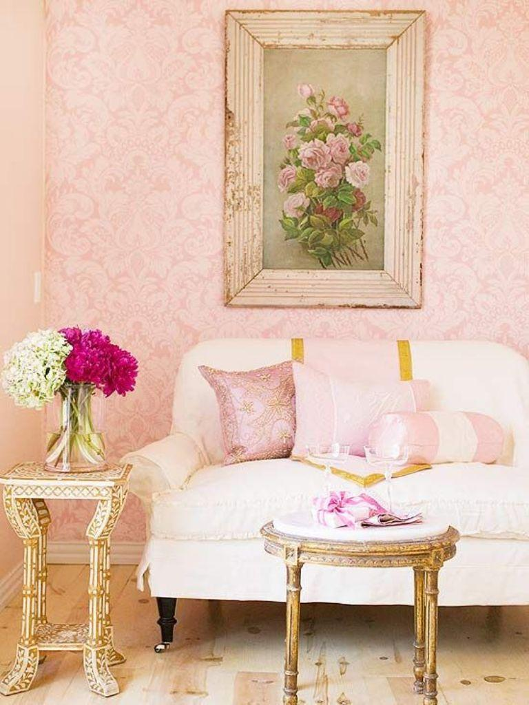 30 elegant and chic living rooms with damask wallpaper for Pink living room wallpaper