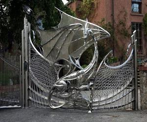 10 Distinctive House Entrance Gates to Wow