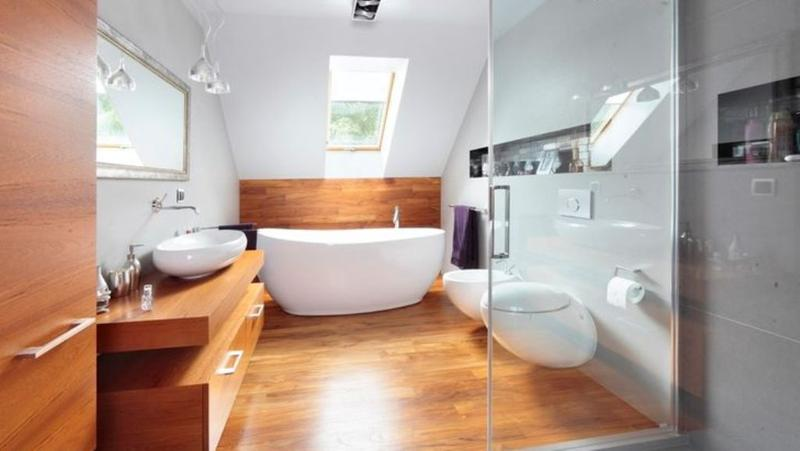 Wooden floor in 20 natural bathroom designs rilane for Hardwood floors in bathroom