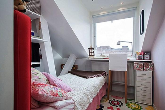 http://rilane.com/images/2016152/awesome-white-girls-attic-bedroom-700x466.jpg