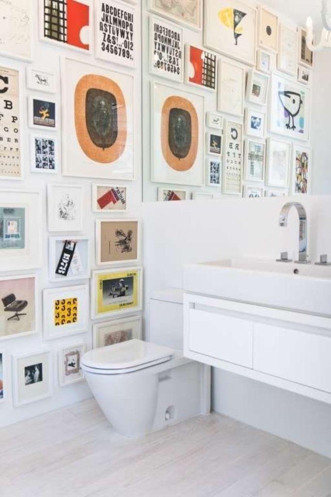 25 artistic bathroom designs with gallery wall rilane for Bathroom wall ideas gallery