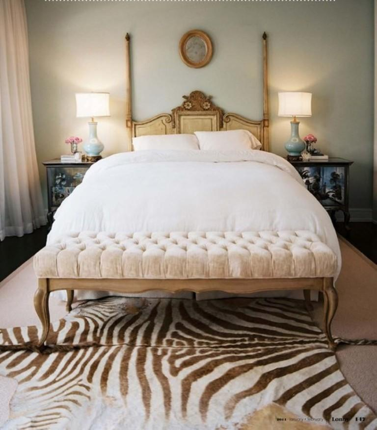 animal print in 33 chic and modern bedroom designs rilane. Black Bedroom Furniture Sets. Home Design Ideas