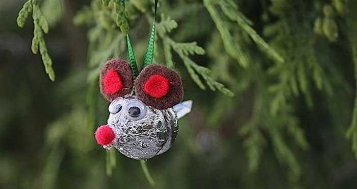 Christmas ornaments 70 holiday decorations decor rilane burlap christmas ornament diy tutorial how cute is this burlap christmas ornament add a rustic touch on your christmas tree and learn how to create solutioingenieria Gallery