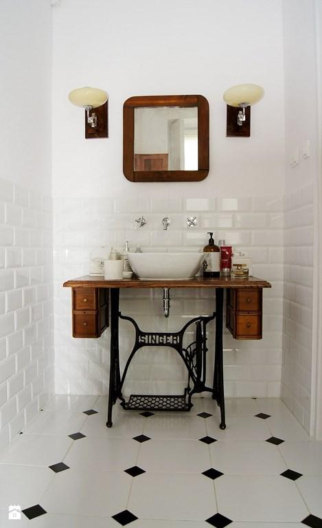 White Subway Tiles Bring Bold Texture And Clean, Crisp Appearance In The  Small Bathroom With Sophisticated Setting. The Black Geometric Floor Tiles  Strike ... Part 41