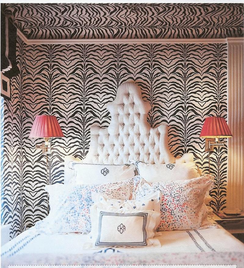 Animal print in 33 chic and modern bedroom designs rilane for Cheetah print bedroom ideas