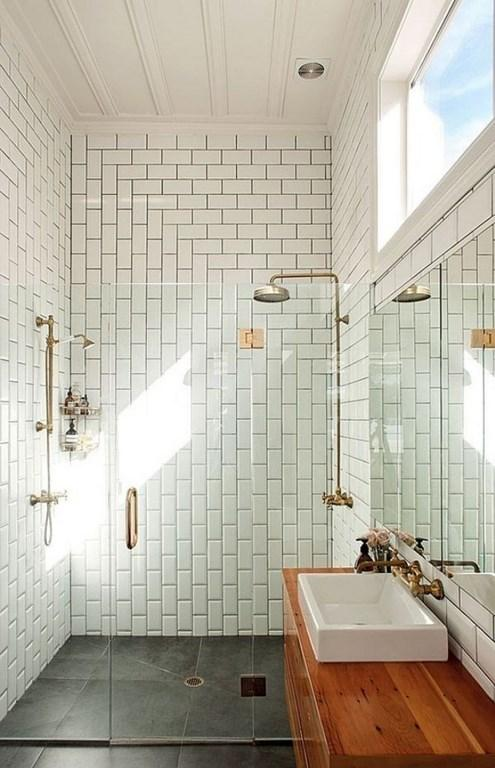 Merveilleux The Sheer Simplicity Of The Creatively Applied Subway Tiles Bring A  Traditional And Yet Modern Feel In The Natural White Bathroom With ...