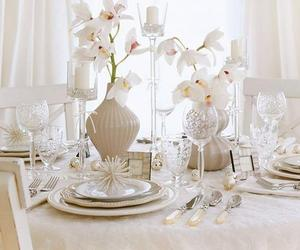10 Classy Christmas Centerpieces For a Very Jolly Holiday Table